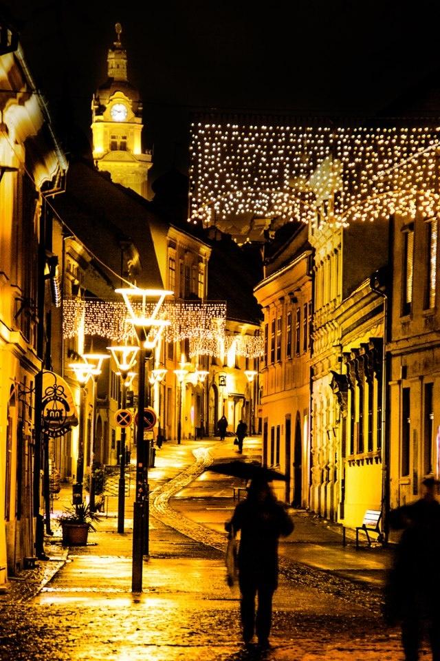 Photo: http://www.facebook.com/auropa  City: Pécs