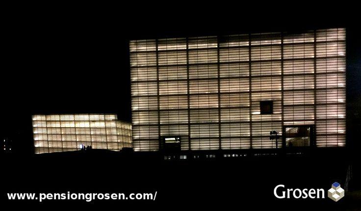 Palacio de Congresos de Kursaal a 10 minutos de nuestra Pensión.  http://www.pensiongrosen.com/