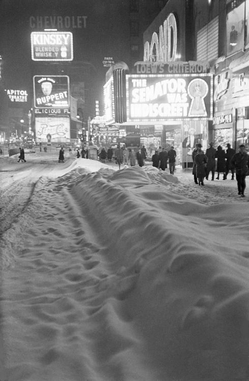 After snow in Times Square, 1947 © Michael Rougier