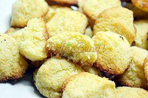 Fursecuri rapide cu nuca de cocos, fara faina, fara zahar, doar cu unt, miere, oua si nuca de cocos, reteta simpla si rapida, pe care o pot face si copiii