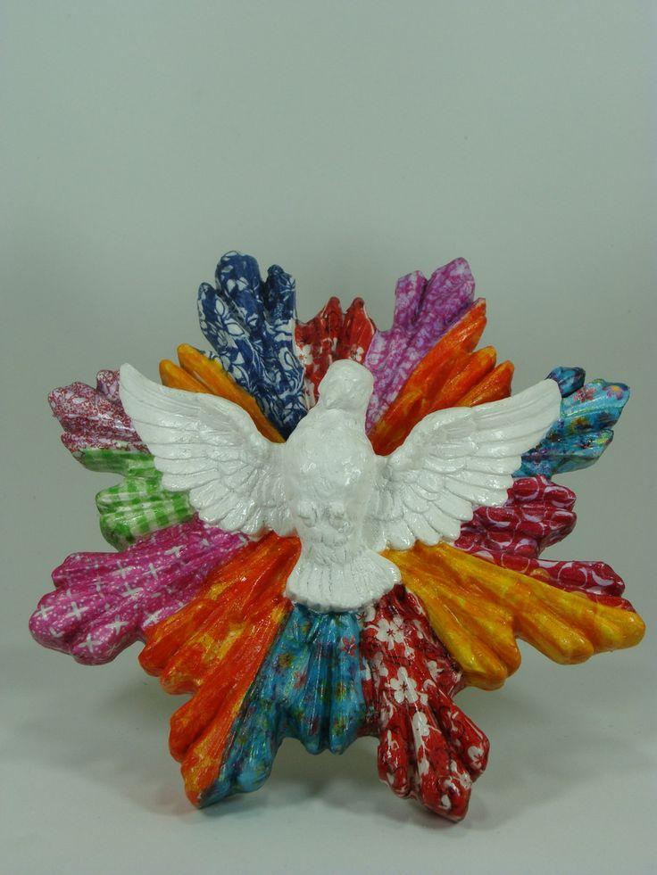 Colorido Divino Espirito Santo para conectar-se com a fé a esperança e a religiosidade, decoupagem e posterior vitrificação