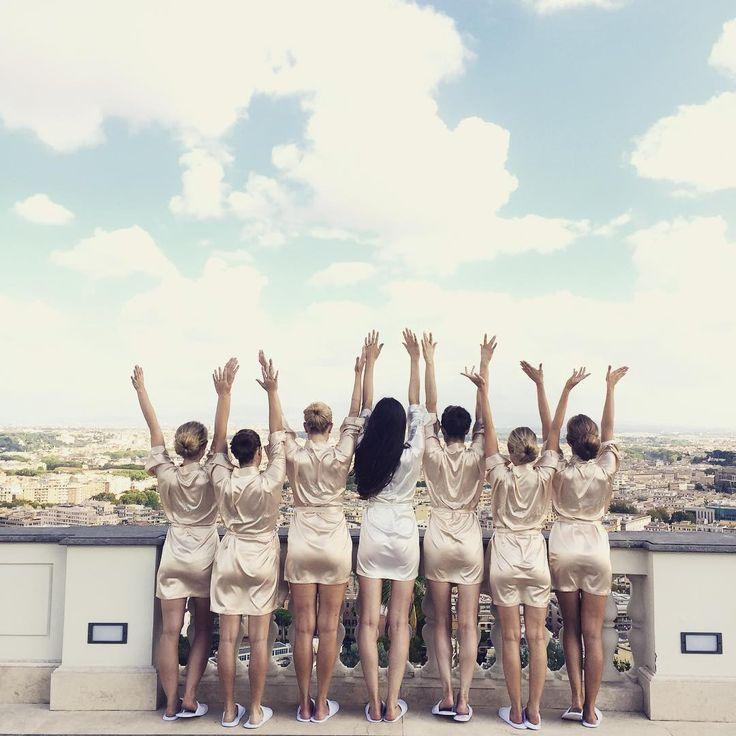 Bridal party enjoying the day 🙋🏼💕 #szaboglenne #glennewedding #bridalparty #glenneweddinrobes #villamiani