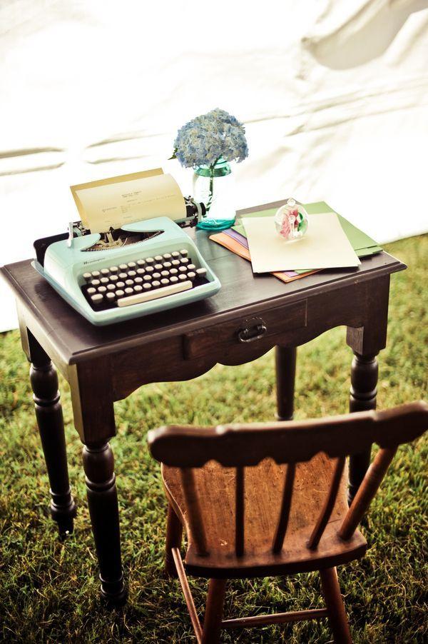 El libro de firmas en su rincón vintage | Bespoke Taller de Eventos