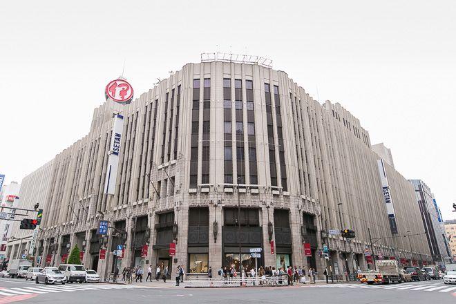 三越伊勢丹ホールディングスとカルチュア・コンビニエンス・クラブ(以下、CCC)が10月2日、マーケティング事業を推進する新会社設立を主な目的に、包括的な提携に至ることを発表した。2016年春から、三越伊勢丹HDの国内百貨店子会社が運営する伊勢丹新宿本店や銀座三越、岩田屋三越などの店舗で「Tポイント」の利用を可能にする。