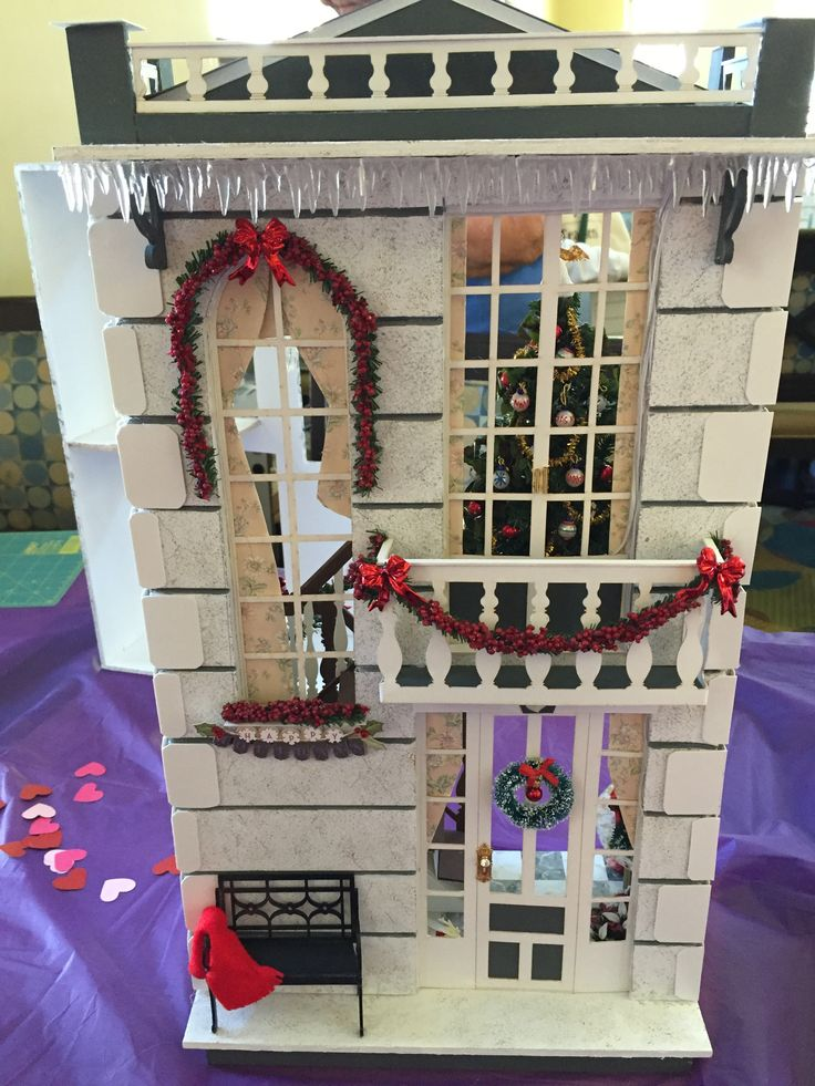 """Margaret's """"A Hallway for All Seasons"""" designed by Ron Mummert decorated for Christmas"""