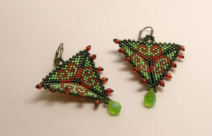 Chandelier Earrings – Aztek style- triangle earrings- green and red – a unique product by DarkEyedJewels on DaWanda