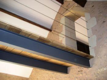 Passerelle sous le toit...  Aménagez vos combles avec http://www.avantages-habitat.com/travaux-amenagement-de-combles-78.html