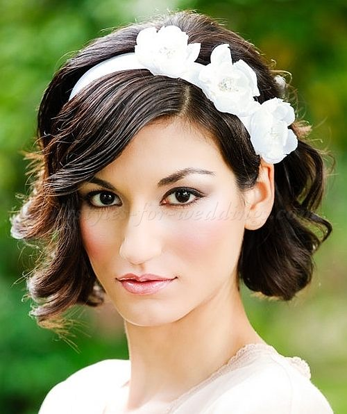 Wedding Hairstyle With Headband: Short Wavy Wedding Hairstyle With Headband (With Images