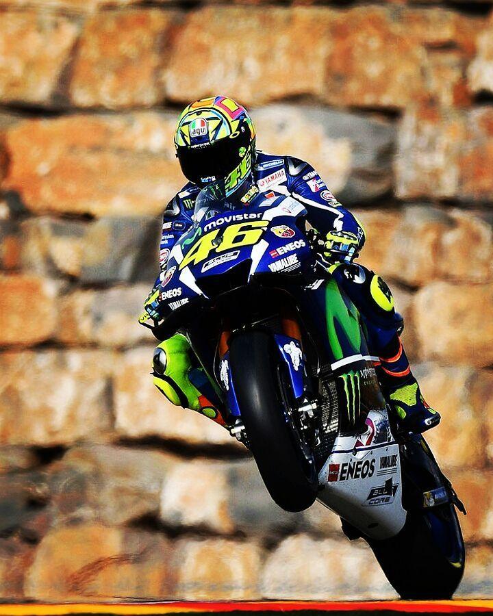 5,039 vind-ik-leuks, 6 reacties - Valentino Rossi ⏺️ (@valeyellow46br) op Instagram: 'Começar o dia acelerando #ValentinoRossi #WheelieWednesday ✊ ✊ ✊ #AragonGP 2016 #agv #agvhelmets…'