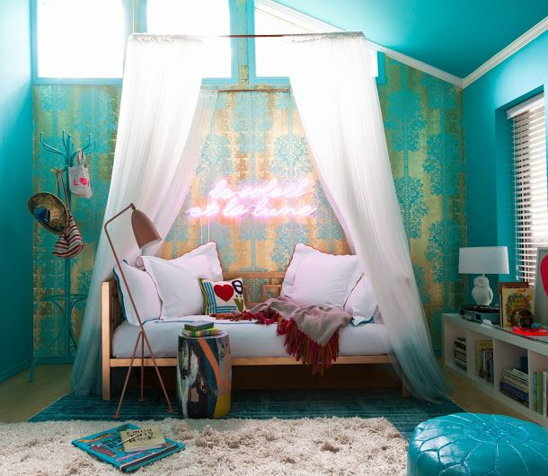 Teenager bedroom turquoise french wallpaper daybed walls for Turquoise wallpaper for bedroom