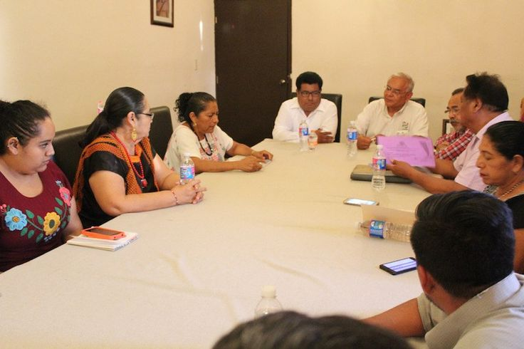 Autoridades municipales de Juchitán reciben propuesta para manejo de residuos sólidos urbanos.