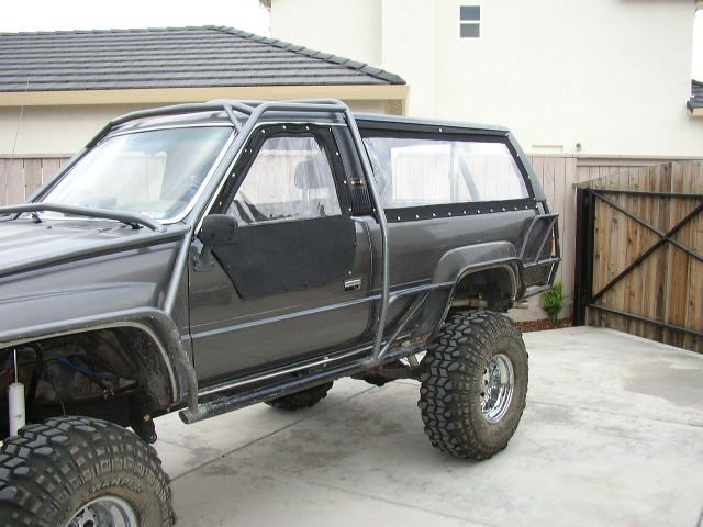 I like the roll cage in this one my favorite thing - Interior roll cage for toyota pickup ...
