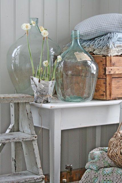 Alivedirectory cottage whites - Damigiane decorate ...