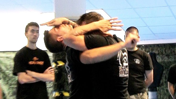 KRAV MAGA TRAINING • How to counter hook punches in street fights