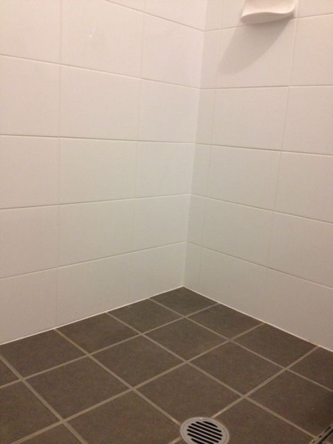 Floor: 200 x 200mm Moon Grey #301702 Walls: 300 x 200mm White Gloss #500030