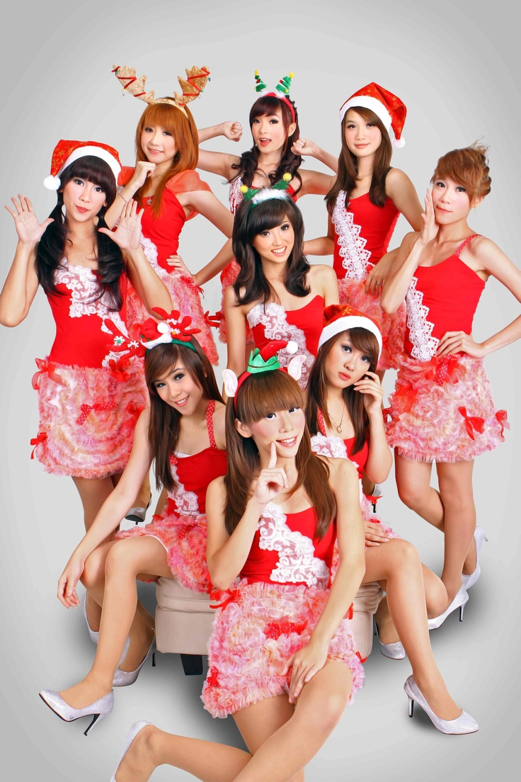 cherrybelle wearing christmas themed