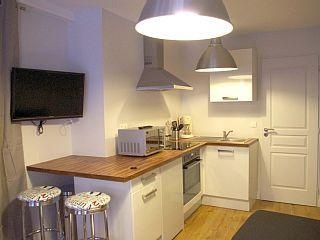 La Rochelle, Studio de vacances avec 0 chambres pour 2 personnes. Réservez la location 1179443 avec Abritel. Studio rez de chaussé (20m2) au calme - Hyper Centre de La Rochelle - Vieux Port