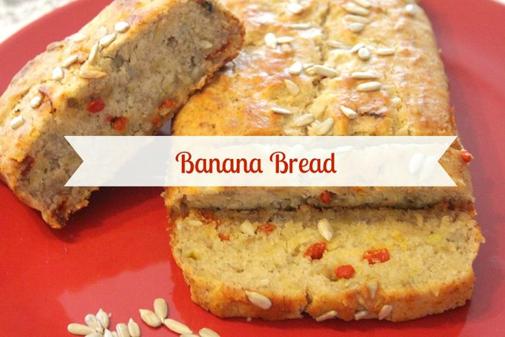 Banana Bread Vegan: un pane alla banana leggero, senza burro, latte o uova! Perfetto per la colazione. Arricchito con bacche di goji e semi di girasole :) - Banana bread with super seeds and goji berries. Perfect and super!