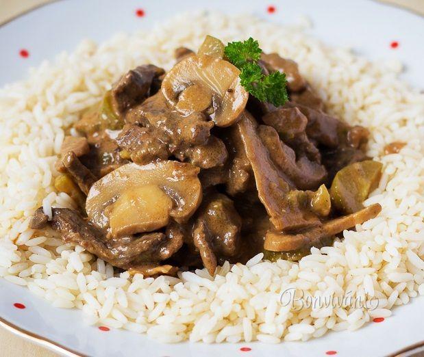 Stroganov je populárny pôvodom ruský pokrm, pripravený z kvalitného hovädzieho mäsa s omáčkou z uhoriek, húb a cibule. Pôvodne sa mäso flambovalo vodkou, neskôr koňakom, ale vždy sa ku koncu primiešala krémová smotana. Táto gurmánska špecialita je dielom kuchára, ktorý varil v jednom ruskom paláci pre šľachtickú rodinu Stroganov. Recept bol publikovaný prvýkrát v kuchárke už v roku 1861.