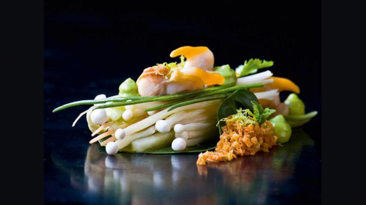 Zeeuwse kokkels met Thaise salade en crunch van pinda