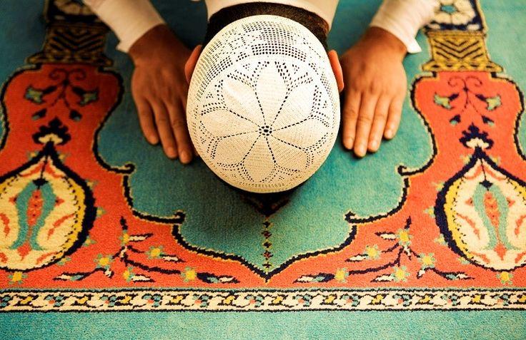 Рассказывает ирано-американский христианин мусульманского происхождения Фред Фарох.  Я вырос в мусульманской вере. Но мы с семьей несколько раз переезжали, и в итоге я оказался в США, которая не является мусульманской страной. У меня были друзья мусульмане в нашей общине, но большинство из моих дру