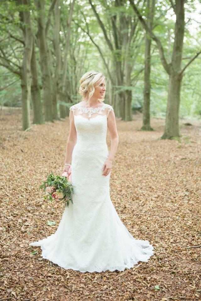 Zeemeermin trouwjurk met kantbewerking. Credit: Marije Baan Photography