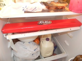 Giant kit kat bar - super easy! Landon's favorite candy bar!! I see a surprise in his future!!! :)