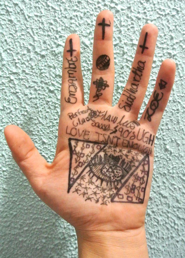 Título de la Obra:Illuminati Hand Autor: Bastida Colin Vanessa. Fecha de realización: 21/10/2015.  Apertura de diafragma: f5. Velocidad de obturación: 1/60. ISO: 400.  Distancia focal: 30mm.