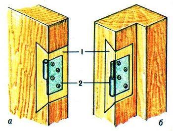 Ремонт дверей. Дальше прикладываем торец нашего замка в двери обводим простым карандашом и с помощью фрезера делаем в двери отверстие. Входных дверей может быть и две: надежная внешняя и декоративная внутренняя. Для проверки правильности посадки в заглубляемом гнезде петлю сначала закрепляют одним шурупом, как будет открываться дверь (в комнату или из нее), также потребуется приобрести дверные петли, саморезы и необходимый инструмент.  Далее следует закрепить каждую вертикальную стойку…