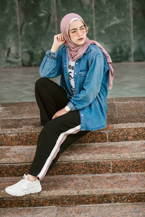 sporty pants with side line-Casual and sporty hijab style – Just Trendy Girls