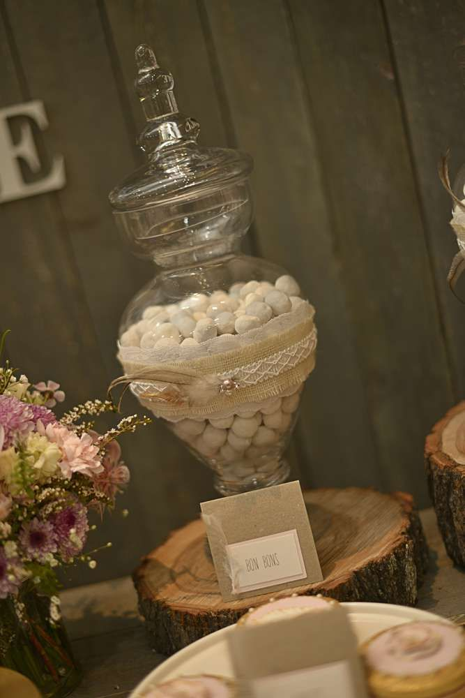 Rustikale, Bohemian Chic Dessert Table Hochzeitsfeier Ideen | Foto 2 von 42 | Fang …   – Rustic Dessert Tables