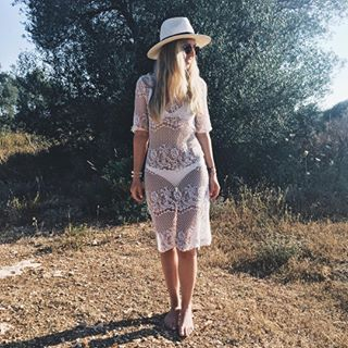 Love the scenery around 🌾 #look #laceupdress #allwhitelook #styleoftheday #mallorca #mallorca2017 #christinasfinalfiesta