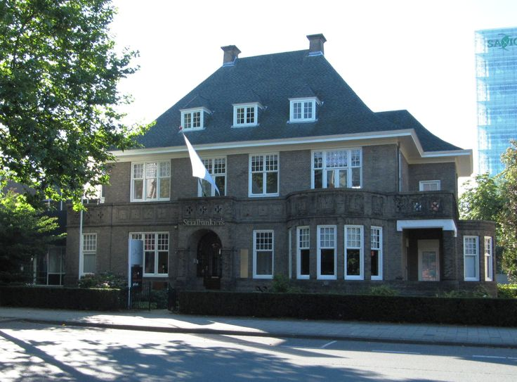 M.H. Tromplaan 9 (v.h. Rembrandtlaan) gebouwd in ca. 1915 naar ontwerp van K.P.C. de Bazel voor ............