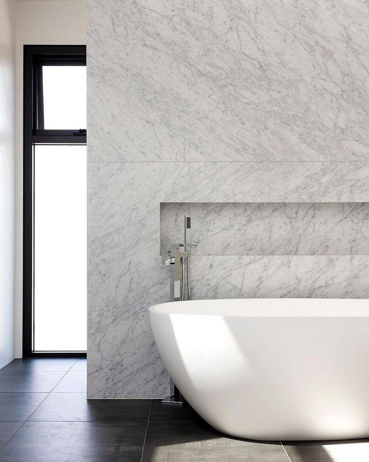 Fabulous Carrara Marble feature wall in this beautiful ensuite. 📷 @rachellewisphotography  #cdkstone #carrara #marble #carraramarble #naturalstone #naturalbeauty #naturesmasterpiece #designinspiration #dreams #lithofin #bathroomdesign #bathroominsp