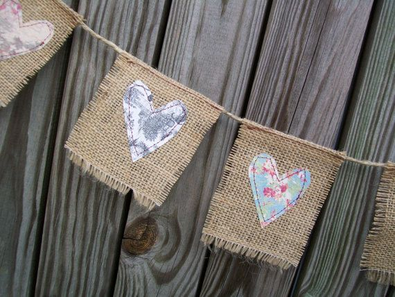 Heartful Burlap Bunting - this would be easy to make with stars (instead of hearts) cut out of Christmas fabric.