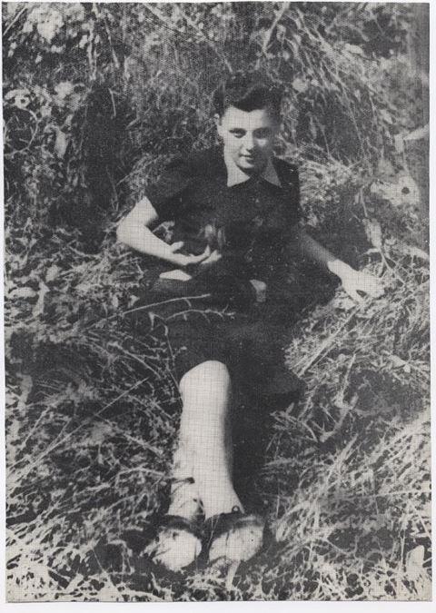 """Francesca De Giovanni """"Edera"""": nasce nel 1923 a Monterenzio, mugnaia, partigiana della 62ª brigata Camicie rosse Garibaldi. Alla fine del marzo 1944 è catturata sotto le due Torri. Torturata nel carcere di San Giovanni in Monte, viene uccisa il 1 aprile 1944 dietro le mura della Certosa. E' stata la prima donna ad esser fucilata. Bologna le dedica una via e una scuola d'infanzia. http://certosa.cineca.it/"""