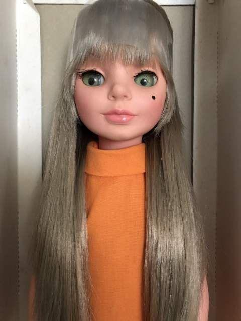Simona capelli biondo cenere
