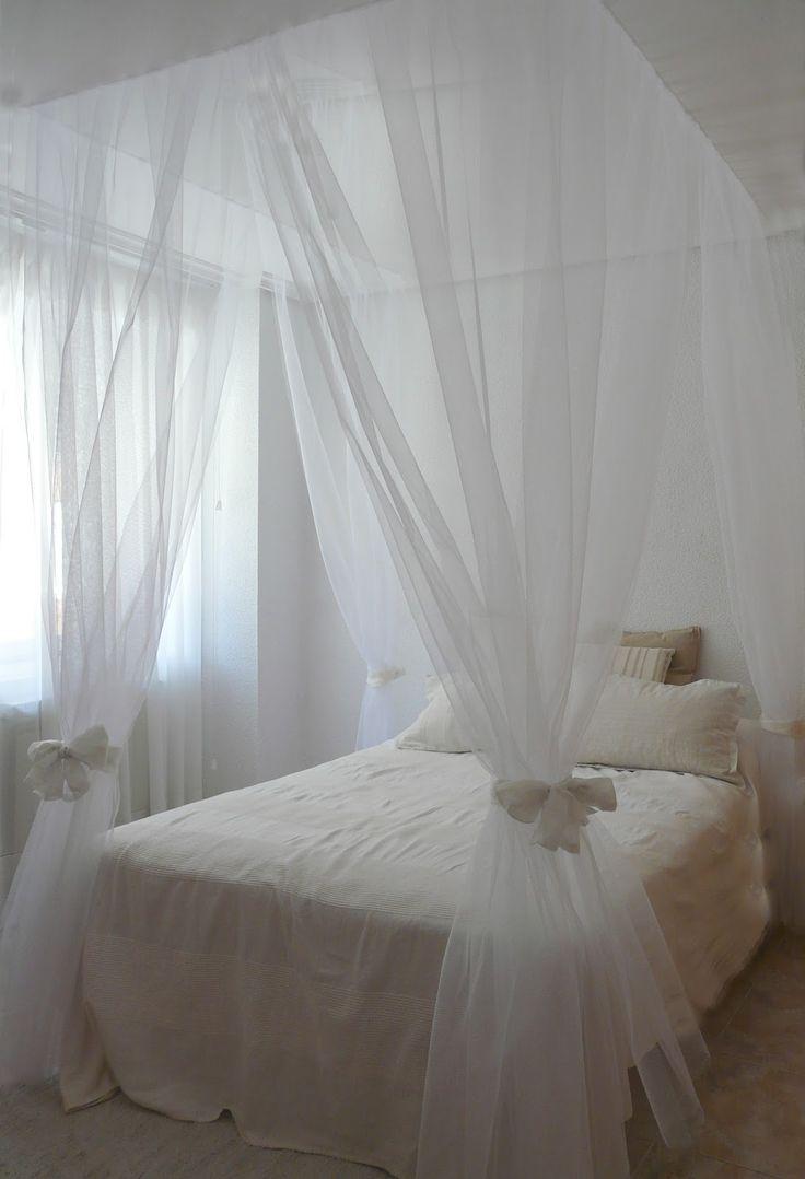 Como hacer una cama dosel de forma fácil, rápida y sencilla: Material: Velcro adhesivo Tul (existen varios colores) Retales (preferiblement...