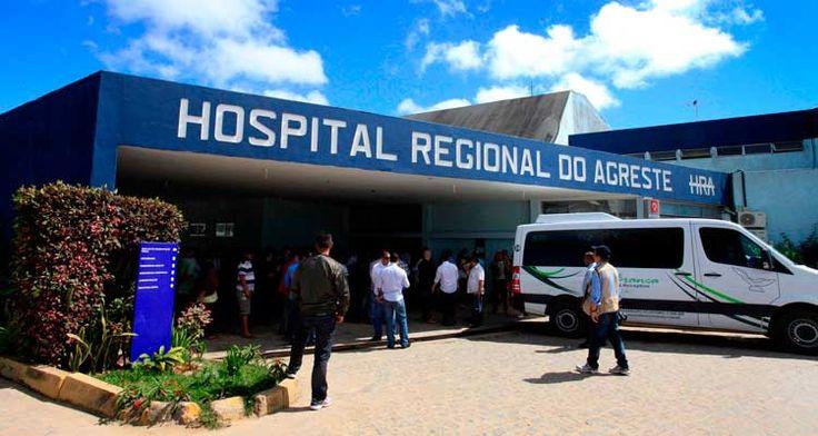 Mulher foi a unidade de Arcoverde, Sertão, e de Buíque e Caruaru, Agreste. Feto foi expelido em um hospital do Recife; família fala em negligência.