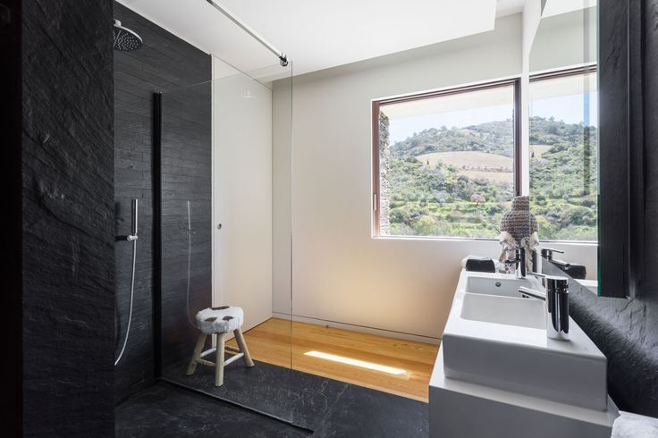 ⇢ NEW ONE FIXED: 10mm-thick fixed screen for shower or bathtub. We are launching the new fixed screen model with a 10mm-thick safety glass, with anti-roll bar and decorative profiles in a High-gloss Silver finish for a greater fixation. A minimalist experience