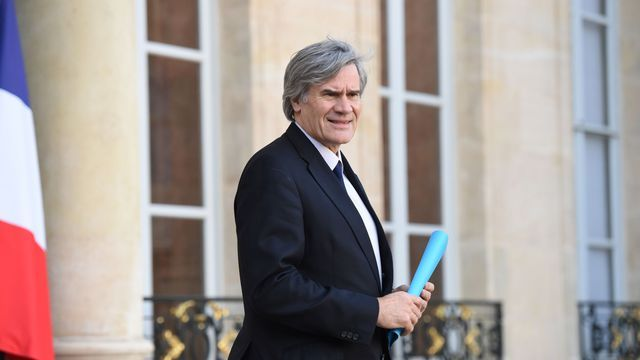 Le porte-parole du gouvernement Stéphane Le Foll a fait savoir mercredi que 40 000 entreprises ont demandé des informations sur la prime à l'embauche pour les PME.