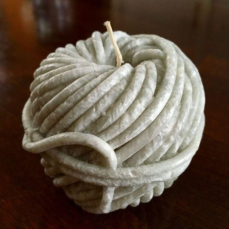 Farmhouse style 'rope' candle  / landelijke decoratie kaars als bol wol
