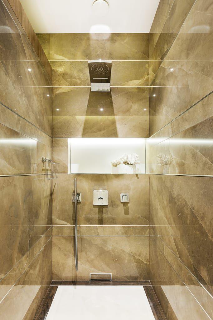 Sfoglia le immagini di Bagno in stile in stile Moderno di Immagine di Art Deco - Design degli interni A San Pietroburgo. Lasciati ispirare dalle nostre immagini per trovare l'idea perfetta per la tua casa.
