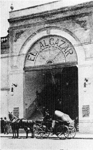 Cine El Alcázar en la calle de Ayuntamiento #31, con un hermoso vitral que daba la bienvenida a los espectadores. Para los años 20's se le agregó la marquesina y su vitral fue cambiado. Con el paso del tiempo el edificio sería demolido para abrir la calle de Jose Maria Marroquí, quien viviera ahí en el callejón llamado Coajomulco el cual daba hasta la Alameda. ca. 1908