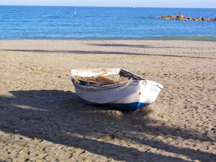 Durante años la pesca fue el motor económico del núcleo urbano de Sabinillas. Hoy en día muchas familias siguen viviendo del mar.
