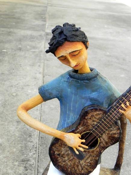 Escultura em papel machê