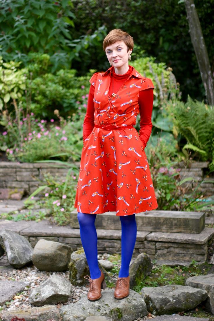 How to wear summer clothes in Autumn | Beginner's guide to coloured tights.
