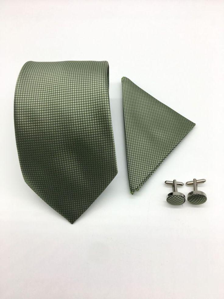 Set de accesorii elegant, format din cravata, batista si butoni camasa.   Poti purta aceste piese vestimentare impreuna cu un costum elegant de nunta, in diferite momente ale zilei si te vei distinge de tinuta celorlalti domni din incapere prin rafinament si bun gust.   Acest set...