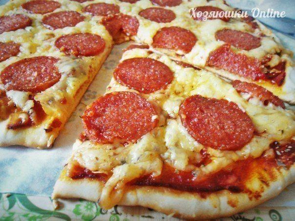 ● источник Хозяюшки Online ●  Пицца на тонком хрустящем тесте. Проще некуда!)))Испробовала огромное количество видов теста для пиццы! Но с этим ничто не сравнится. Тесто простое и быстрое в приготовле…