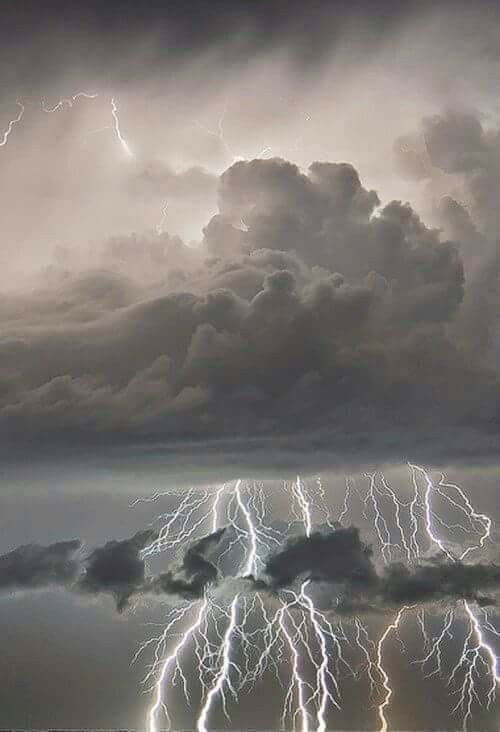 Love lighting storms can feel the vibration in the air when their happenin..Bring me the life